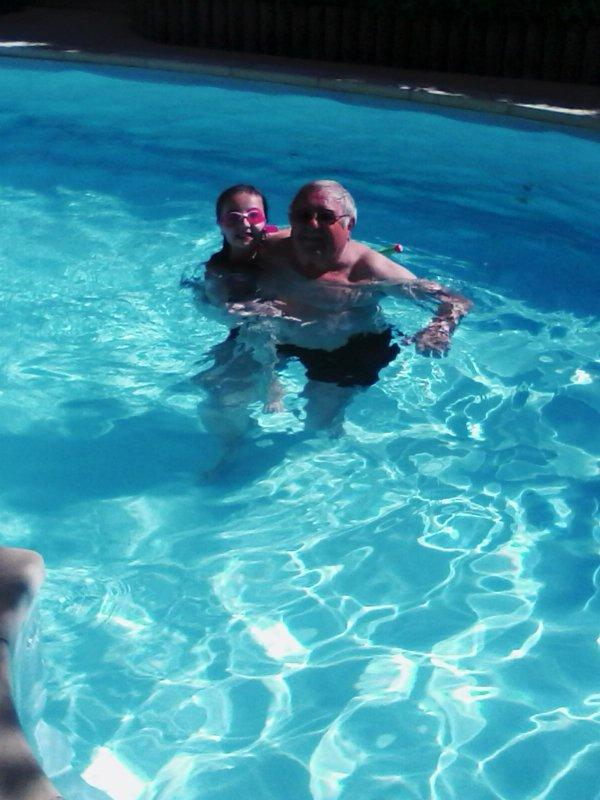 Premiere piscine aujourd'hui avec Raph ...20°...( Photo de portable )