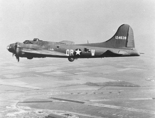 Bombardier B-17 F (Memphis Belle) utilisé pendant la seconde Guerre Mondiale au cours de laquelle il a réussi les 25 missions qui lui ont été confiées