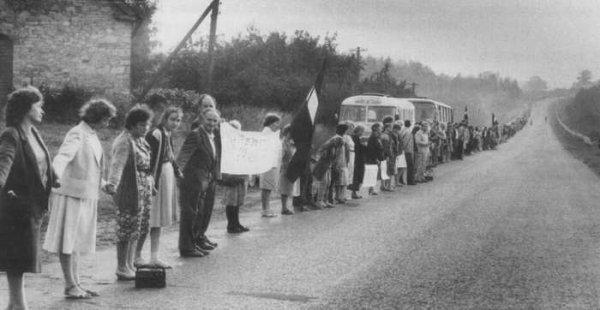 La Voie balte - Chaîne humaine de 600 km reliant trois Etats dans leur marche pour la liberté (l'Estonie, la Lettonie et la Lithuanie) le 23 août 1989 en Lithuanie