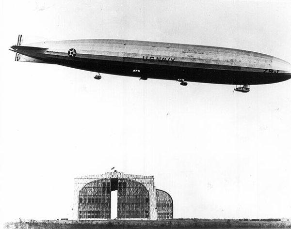 USS Shenandoah (ZR-1) Premier dirigeable rigide mis en service dans l'US Navy premier dirigeable rigide rempli d'hélium au monde Voyage d'inauguration le 4 septembre 1923 en partant du garage situé à la base aérienne de Lakehurst (New-Jersey) où il a été construit   n