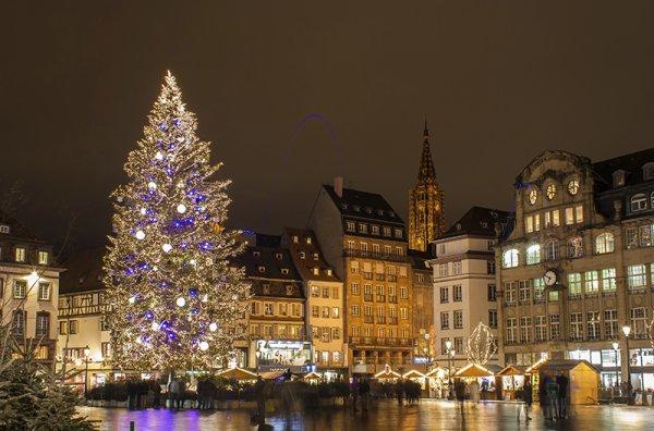 Mon beau sapin , roi des .....forets sur la Place Kleber à Strasbourg....