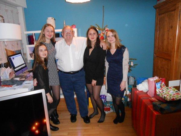 Mes petites filles  de g àd , Raphaelle et  Eve sa soeur, les jumelles Amalia et Lisa ...