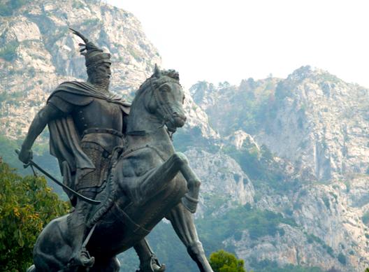 Georges Castriote surnommé Scanderbeg (seigneur albanais du XVᵉ siècle considéré comme le héros national albanais pour sa résistance à l'Empire ottoman)