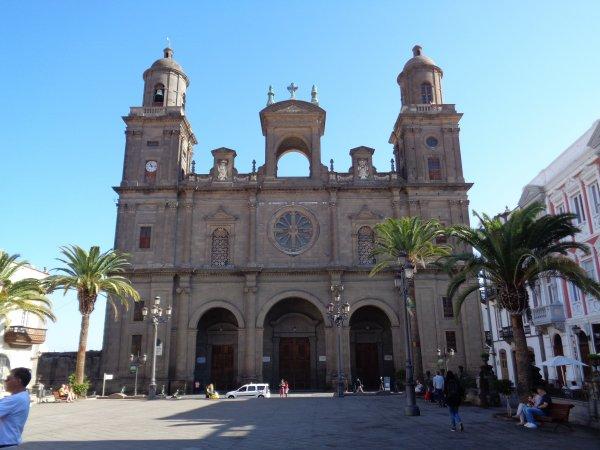 La cathédrale des Canaries ou de Santa Ana est une cathédrale catholique située dans la ville de Las Palmas