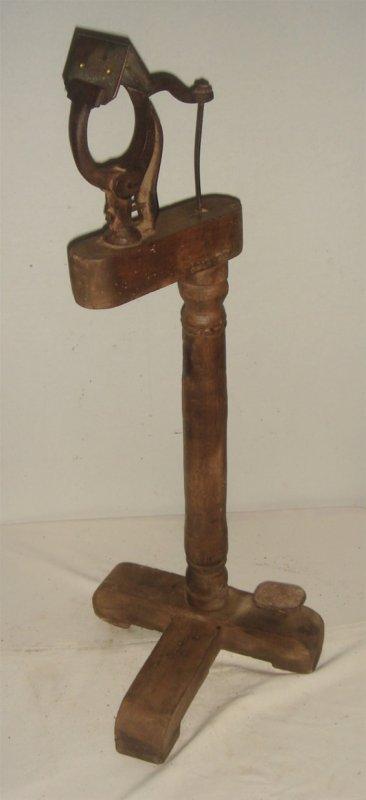 PINCE DE GANTIER --cette pince permettait d assembler et de tenir deux épaisseurs de peau ou de cuir et de les coudre plus facilement