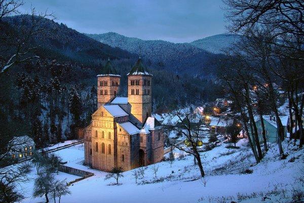 L'abbaye de Murbach est située à Murbach en Alsace, au fond de la vallée vosgienne de Guebwiller