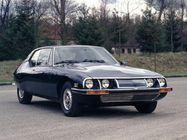 SM - le S est la lettre de série des DS, le M l'initiale de Maserati - est due à la collaboration de la firme française et de la firme italienne.