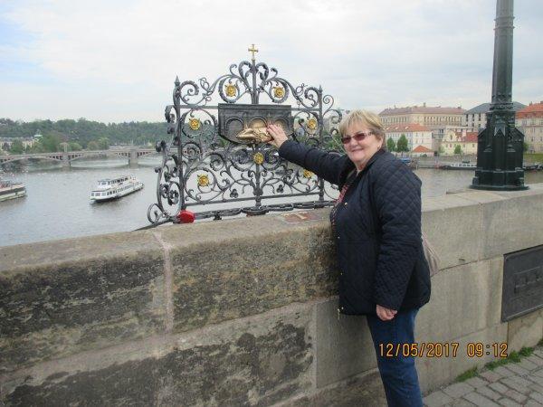Sur le pont Charles - Prague - République tchèque - Bravo mamgoud josy papi lire nono dany