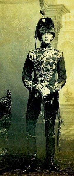 Winston Churchill dans l'uniforme des hussards - Bravo : papi  momo  josy  dany