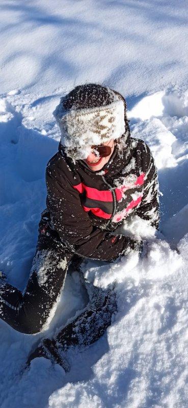 Ma niece Cathy et ses jumelles Emie et Marie , dans la neige d'Obernai...