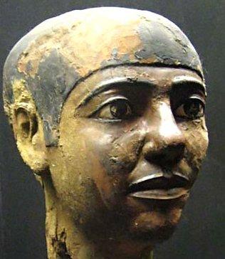 Égypte antique, Imhotep, vizir et architecte du roi Djéser (IIIe dynastie), on le dit également médecin et philosophe, maître d'½uvre de la première pyramide vie à Saqqara.  Bravo-  papi - dany