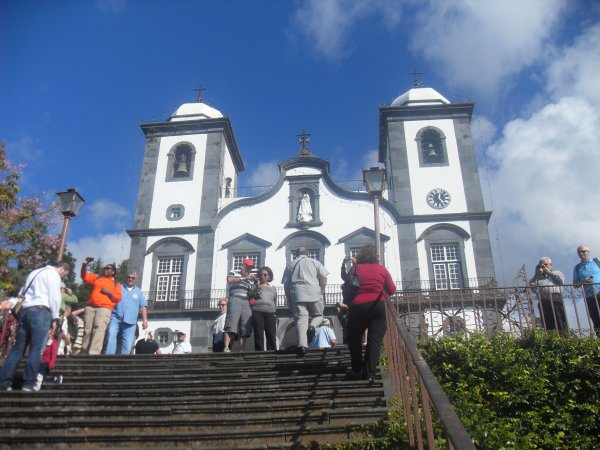 Eglise Notre Dame des Montagnes à Funchal (Madère) tombeau de Charles 1er, dernier empereur d'Autriche, mort en 1922 - Bravo Mamgoud - dany - livre