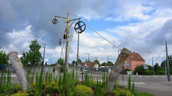 Ronds points décorés dans notre ville, theme - Voyages et Découvertes -