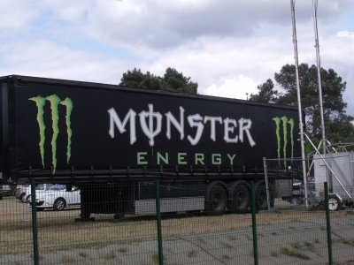 LES MACHINE MONSTER