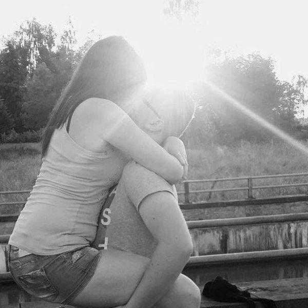 # Un jour de plus ou une nuit, une seconde ou bien la vie.Laisse moi me perdre dans tes bras, me faire du mal si ca me va. Ne dis plus rien ça serait trop, ou crie plus fort tes idéaux. Soit différent soit pas comme eux, on est plus fort quand on est deux.