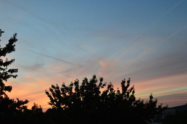Un beau ciel rougeâtre (3/3)