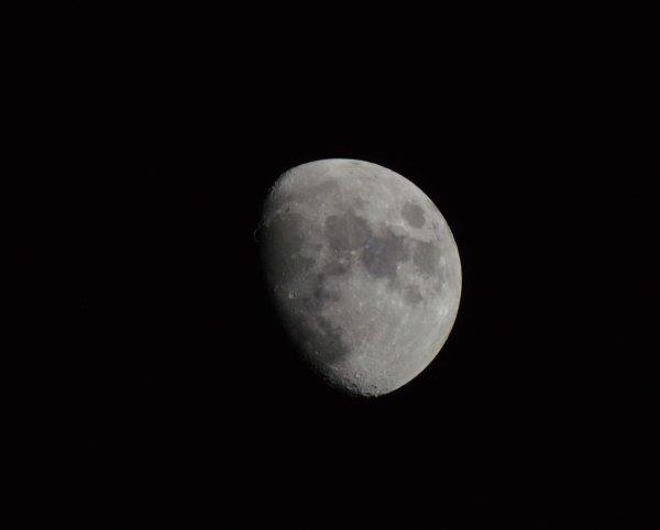 Lune mardi 19 janvier 2016 18:29