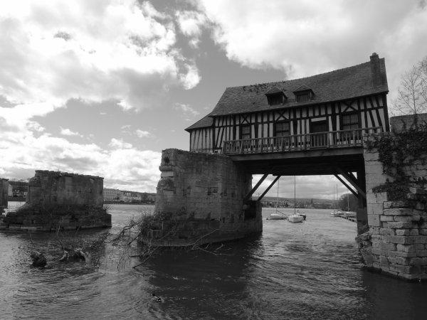 Le Vieux Moulin en noir et blanc