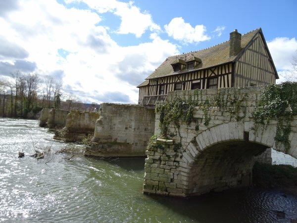 Le Vieux Moulin et le pont détruit