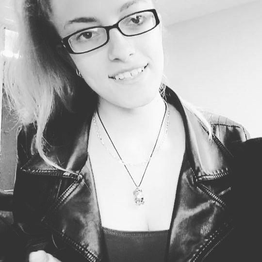 Ce n'est pas parce qu'une personne sourit tout les temps que sa vie est parfaite! Son sourire est le symbole de la force et de l'espoir