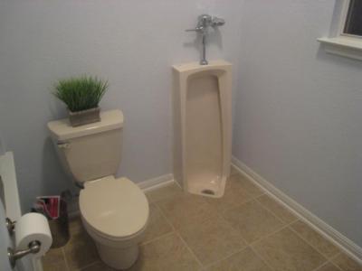 La Lance A Install 233 Cet Urinoir Dans Sa Maison Dans