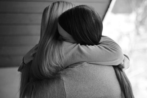 « C'est dur de voir les personnes que tu connais devenir des personnes que tu connaissais. De voir quelqu'un passer à côté de toi sans te parler en sachant qu'il a déjà été une grosse partie de ta vie. De savoir que tu pouvais lui parler pendant des heures et que maintenant tu oses à peine le regarder. En fait, c'est dur de voir à quel point les choses peuvent changer. »