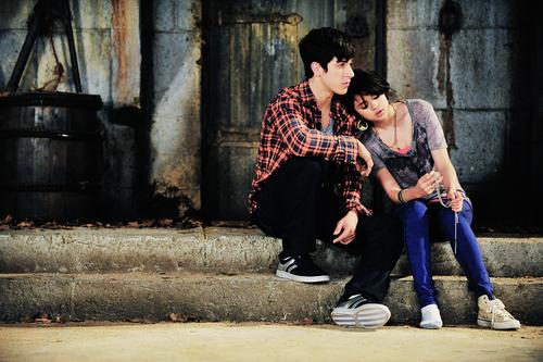 """""""Tu étais toute ma vie alors que je n'étais qu'un chapitre de la tienne."""""""