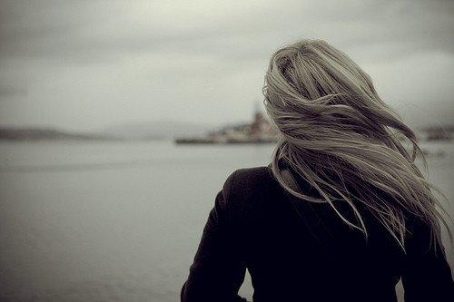 « Avant de renoncer à quelqu'un, essaye de te rappeler toutes les raisons qui faisaient que tu t'accrochais tellement... »