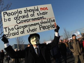 Les Anonymous s'en prennent aux multinationales qui exploitent le coltan