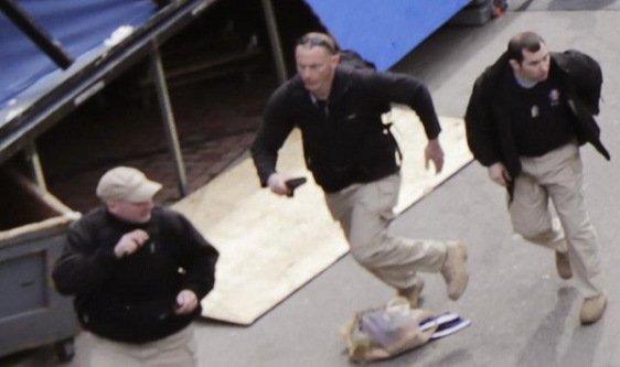 Voici une vidéo très interessante à suivre : Le Lieutenant Colonel Potter dénonce la mise en scène de Boston