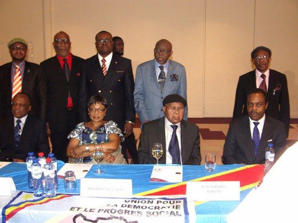 C-News : «Les délégués de Tshisekedi au dialogue avec Kabila déjà à Kinshasa»