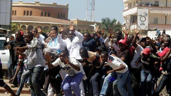 """#Lubumbashi:""""Abraham, grand frère de Moïse, blessé par des policiers: Si je comprends bien toutes ces personnes qui sont incarcérées depuis des années et qui sont victimes du régime Kabila participent à une comédie avec le régime Kabila? Et les vrais patriotes les vaillants sont sur FACEBOOK et Youtube."""