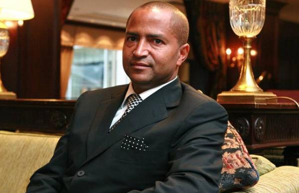 Réaction des Kinois à l'Accord: L'abbé Nshole se dit surpris de voir Lambert Mende défendre le MLC et Ève Bazaiba