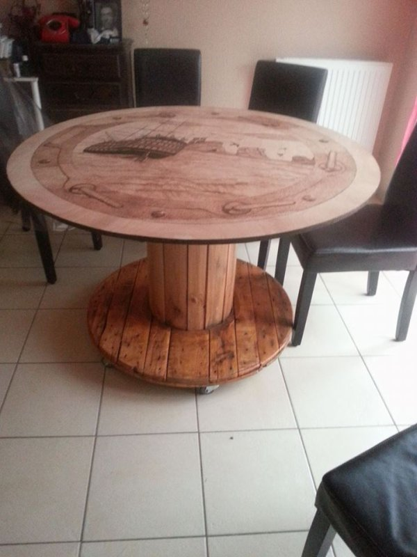 Ma table fabriqué avec un rouleau de cable de chantier