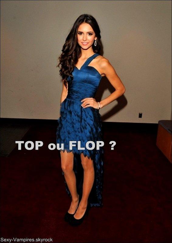 .  14 / 11 / 2010 ___ La belle Nina au 25th Gemini Awards.   J'aime bien la tenue de Nina ... Ce n'est pas si exeptionnel que ça mais le bleu lui va trés bien ! =).   TOP ou FLOP ?  .