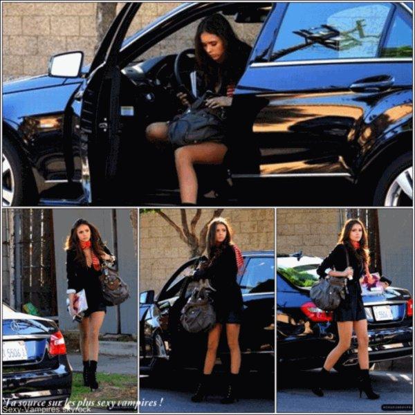 .  16 / 11 / 2010 ___ Nina et ses jambes qui n'en finissent pas , dans les rues de Los Angeles .   TOP TOP TOP ! J'adore & adhere completement , c'est simple et magnifique . C'est Nina  :D .