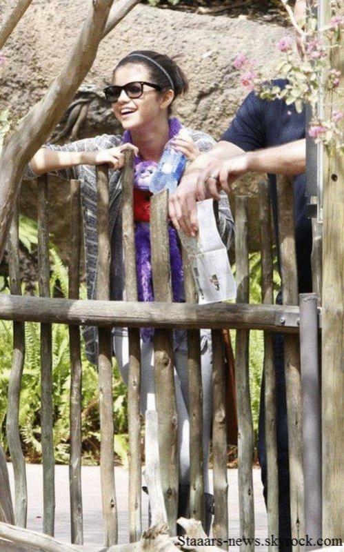 23.09.2011 ; Selena & Justin étaient à la plage à Malibu. Ton avis