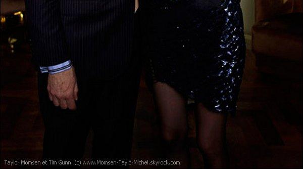 .Le 05/10/2010, Taylor et sa perruque etaient sur le tournage de Gossip Girl à New York City, magnifique..