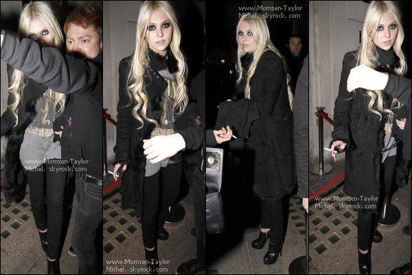 .Le 11/12/2010, Taylor sortait du restaurant Nobu à Londres, habillée pareil que la veille. Elle est superbe !.