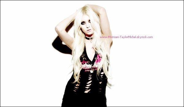 .02/2011, voici une photo de Taylor realisée lors du passage des Pretty Reckless en France. Superbe !.