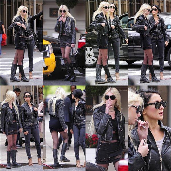 """.Le 06/05/2010, Tay et Colette étaient à Barneys à New York, en mode """"Jamais sans ma maman"""" Tay ?."""