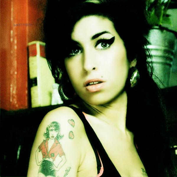 """Une mort innatendue !  La mort d'Amy Winehouse a surement été le choque de la semaine ! Une mort avancée de plusieurs années laissant derrière elle une chanteuse au talent immense bouffée par la drogue et l'alcool ! Ses fans l'avaient vu dans tous ses états, lors de son dernier concert Amy à dû quitter la scène dans un état critique ! Souhaitons à Amy la paix qu'elle n'a jamais eu ! Nous somme pas les seuls à réagir à sa mort, les stars aussi, voyons ce qu'elles ont tweeté !   Katy Perry : """" RIP Amy Winehouse. Puisse-t-elle enfin trouver la paix""""   Jessica Alba : """"Je suis tellement triste pour Amy Winehouse. Elle était si talentueuse. C'est vraiment tragique.""""   Lily Allen : """"C'est plus que triste, il n'y a rien d'autre à dire. C'était une âme tellement perdue. Puisse-t-elle reposer en paix""""   Rihanna : """"Mon Dieu ayez pitié!!!J'en suis MALADE!#DearAmy"""""""