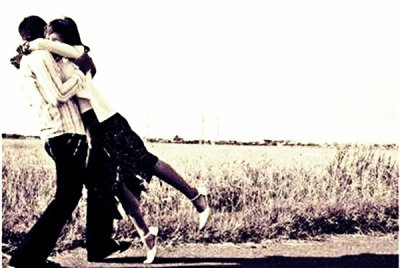 Tu sais ce qui a de plus douloureux dans un chagrin d'amour ? C'est d'pas pouvoir se rappeler ce qu'on ressentait avant. Essaie de garder cette sensation. Parce que si tu la laisses s'en aller... Tu la perds à jamais. Skins.