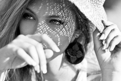 Lorsque tu regarderas en arrière, tu découvriras que les moments où tu as véritablement vécu sont ceux où tu as agi dans un esprit d'amour.  - Henry Drummond