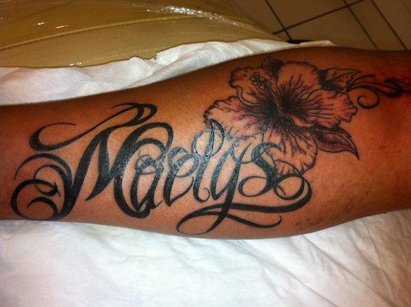 Lettrage plus fleur d 39 hibiscus tattoo - Tatouage fleur d hibiscus ...
