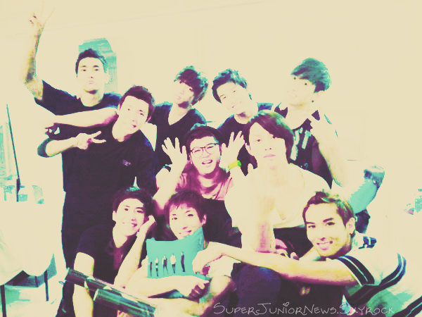 SuperJuniorNews votre source d'actualité sur les membres des Super Junior et ceux des deux membres des Super Junior M Henri et Zhoumi