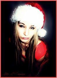 Quand on a bonne conscience, c'est Noël en permanence.           ♪ Oh ! Jingle bells, ♪  jingle bells, ♪ jingle all the way ! ♪ What fun it's to ride, in a one-horse open sleigh-ay ♪      ❧ La Mère Noël est une ordure.