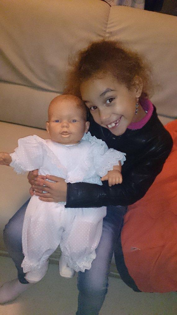 Ma fille est heureuse d'avoir reçu ce bébé !!