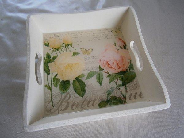 plateau thème fleurs avec de la résine