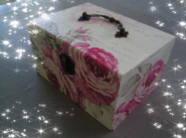 coffre à bijoux roses anciennes
